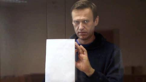 Алексея Навального приравняли к нацистам // Прокуратура просит проверить, не оскорбил ли политик ее и суд