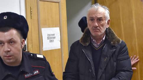 С бывшего сенатора списали налоги // Суд прекратил дело в отношении Вячеслава Дерева