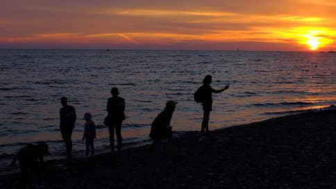 Отдых дома // Российским туристам больше нравятся Якутия и Удмуртия, а ездят все равно на Черное море