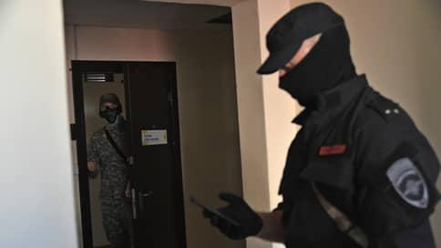 Офлайн-обыски перед онлайн-форумом // В «Открытой России» связали визиты силовиков с предстоящим в выходные мероприятием