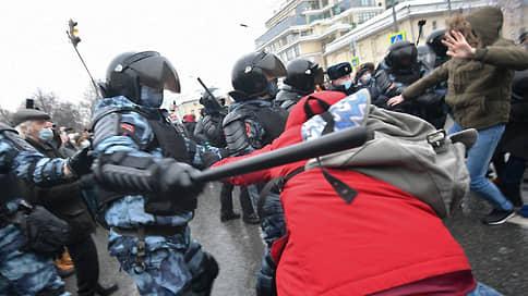 «Приемы самбо, сила и спецсредства» применялись на уличных акциях законно // Глава столичной полиции Олег Баранов отчитался Мосгордуме