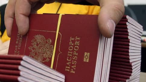 Паспорт РФ имеет обратную силу // КС подтвердил законность нормы, позволяющей отменить решение о принятии в гражданство