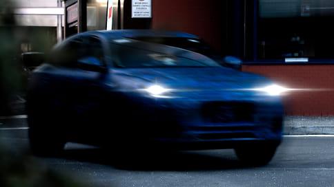 Maserati показала тизер нового кроссовера Grecale