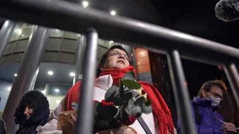Юлию Галямину изолировали от выборов // Муниципального депутата приговорили к двум годам условно, лишив права преподавать и избираться