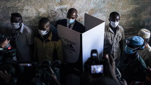 Выборы под дулом миротворцев // Повстанцы не смогли сорвать голосование в ЦАР