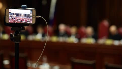 Самоизоляцию вписывают в Конституцию // КС изучил право губернаторов ограничивать передвижения граждан
