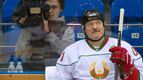 У Александра Лукашенко выбили клюшку из рук // Белоруссия лишилась чемпионата мира по хоккею