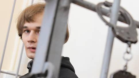 Окно размером в шесть лет // Аспирант Азат Мифтахов осужден за политически мотивированное хулиганство