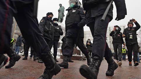 Органы распознания // Персональные данные полицейских, проводивших задержания, собрались в Telegram