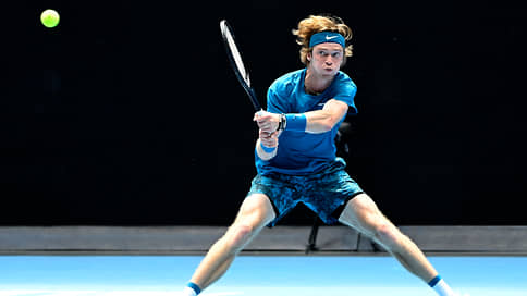 В третий круг вписались четверо // Российские теннисисты повторили рекорд своего представительства в 1/16 финала турнира Большого шлема