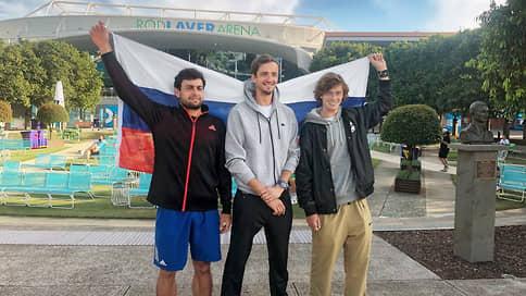 Российские теннисисты забили четвертьфинал // Впервые сразу трое из них дошли до этой стадии турнира Большого шлема