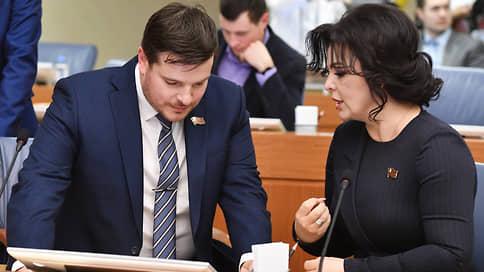 Мосгордума подверглась декоммунизации // Еще один член фракции КПРФ лишился партбилета