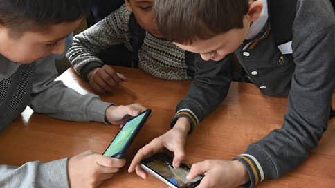 TikTok столкнулся с панической атакой // В родительских чатах предупреждают об опасности соцсети