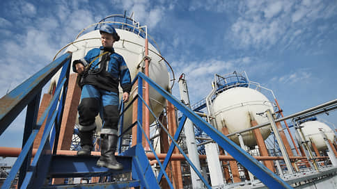 Премьеру предъявили вещественные обстоятельства // Нефтекомпании боятся штрафов из-за отсутствия методик по выбросам