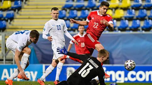 Молодежная сборная начала по-взрослому // Россия разгромила Исландию на старте чемпионата Европы