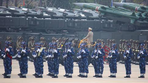 Праздник военных испорчен протестами // День вооруженных сил Мьянмы не стал мирным