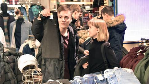С одеждой на лучшее будущее // Столичные жители пошли по магазинам не дожидаясь заграницы