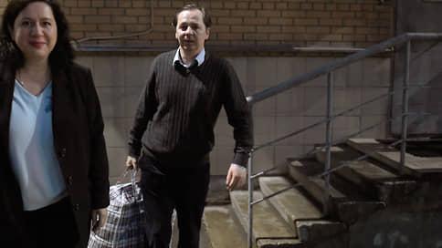 Генерал МВД отсудил вещдок // Суд признал незаконным арест средств, изъятых у семьи бывшего замначальника следственного департамента МВД