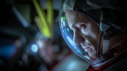 «Многие даже не подозревают о том, насколько близко русские подошли к тому, чтобы первыми высадиться на Луне» // Авторы сериала «Ради всего человечества» — о визите Тима Кука на съемочную площадку и костюмах астронавтов