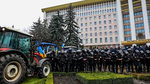Полиция применила слезоточивый газ на акции протеста в Кишиневе