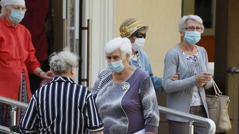 Власти Крыма пытаются убрать с улиц очереди в поликлиники