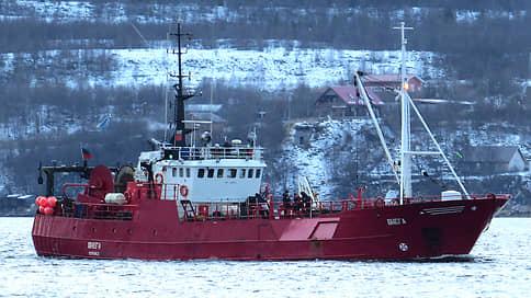 В Баренцевом море затонуло судно с рыбаками