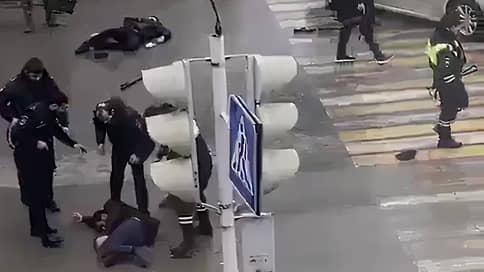 В центре Грозного неизвестные напали на полицейских