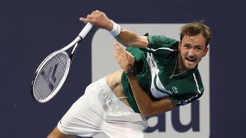 Медведев не вышел в полуфинал теннисного турнира в Майами