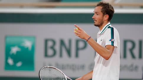 Медведев выбыл из Roland Garros после проигрыша в четвертьфинале