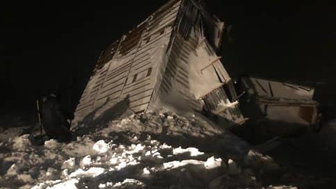 СМИ: четыре человека найдены живыми после схода лавины в Норильске