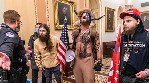 В США арестовали штурмовавших Капитолий «викинга» и человека с кафедрой