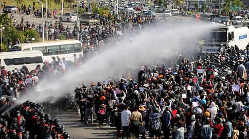 В Мьянме растет гражданский протест против захватившей власть хунты