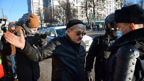 Перед заседанием по делу Навального у метро рядом с Мосгорсудом начались задержания