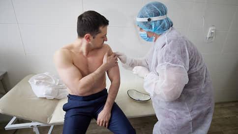 Зеленский привился от COVID-19 вакциной AstraZeneca