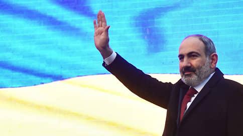 Пашинян подаст в отставку в апреле