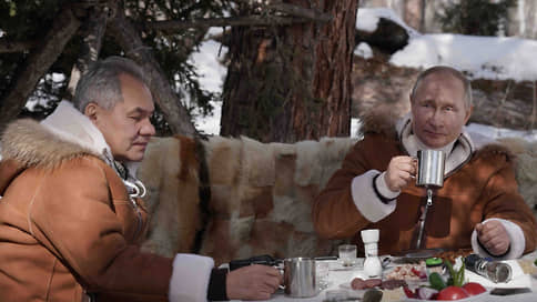Путин и Шойгу прогулялись по тайге
