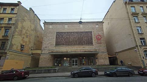 Пляски на ограничениях // В Петербурге приостановили работу еще двух концертных залов