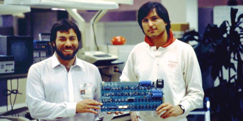 Apple исполнилось 45 лет. Поздравим компанию?