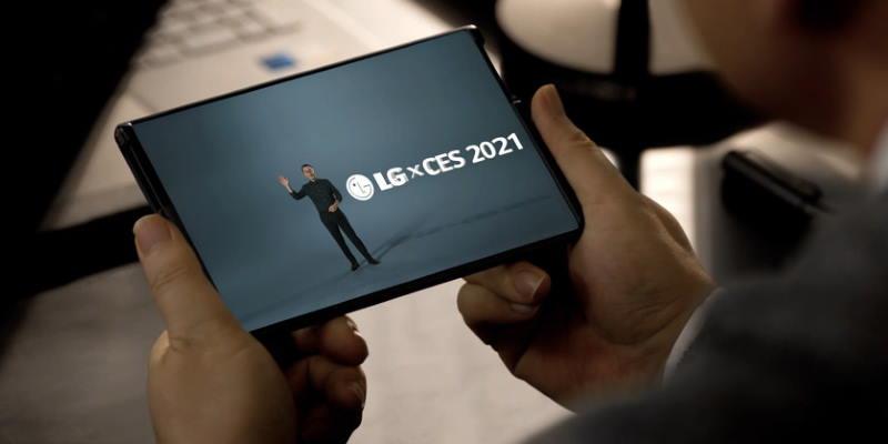 LG показала растягивающийся смартфон
