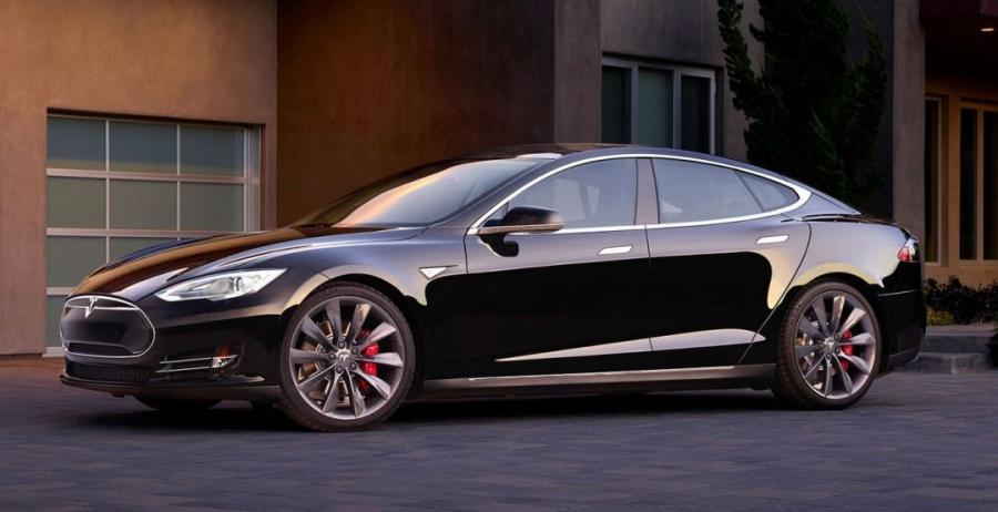 Владельцы старых моделей Tesla получат по миллиону рублей
