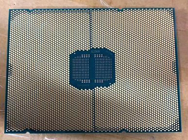 Гигантский процессор Intel, который выйдет в лучшем случае через год. Появилось первое фото Xeon Sapphire Rapids
