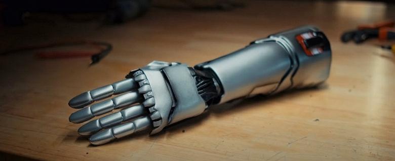 Бионическую руку из Cyberpunk 2077 получат реальные люди