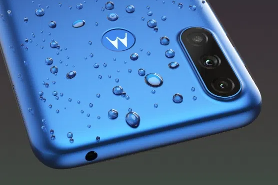Представлена 100-долларовая Motorola с аккумулятором ёмкостью 5000 мА•ч и защитой от брызг