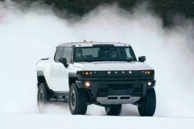 Электромобиль GM Hummer EV тестируют при минусовых температурах