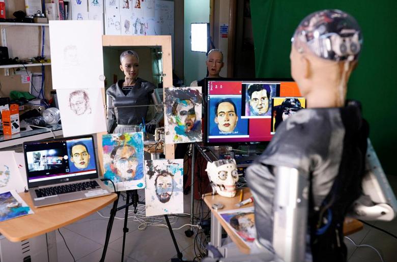 Картина, написанная роботом, будет выставлена на аукцион в форме NFT