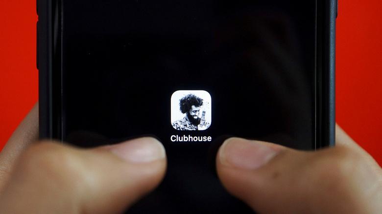 Clubhouse уступил по количеству загрузок в России только WhatsАpp