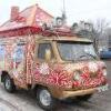 На улицы Омска выехала новогодняя «буханка» с музыкой