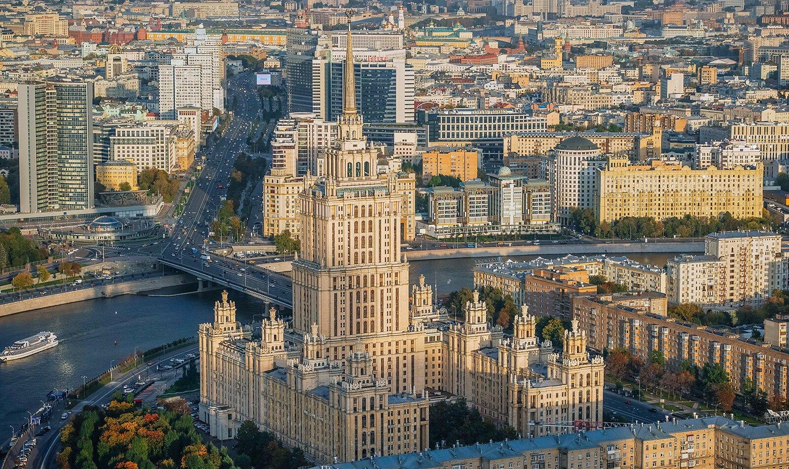 Крыши жилых корпусов здания бывшей гостиницы «Украина» отремонтируют