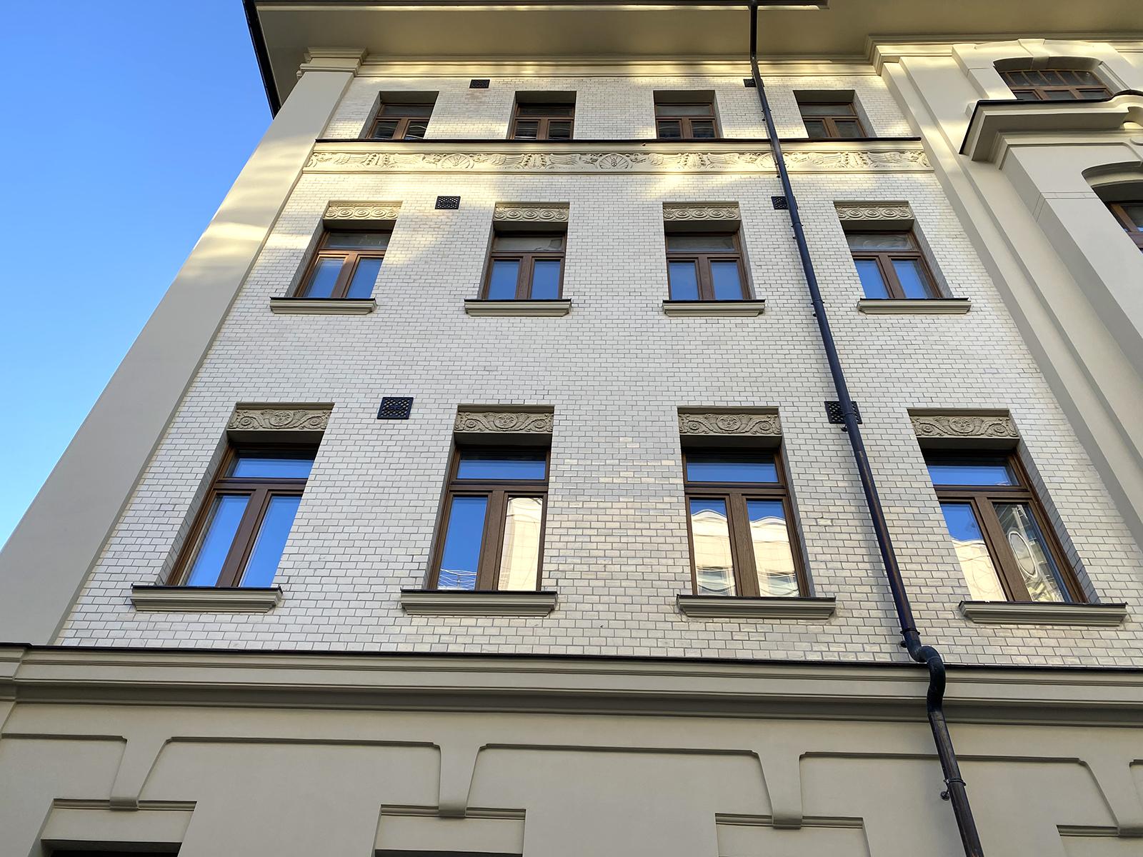 Возвращение модерна: отреставрировали фасады доходного дома в Вознесенском переулке