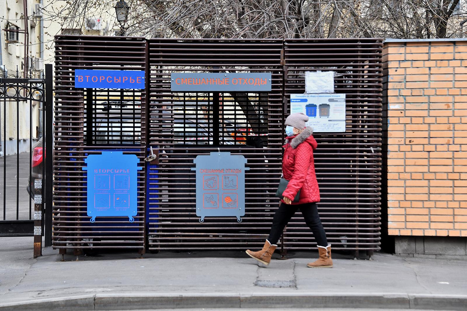 «Пластик — в синий!»: в Москве появились плакаты на тему раздельного сбора отходов